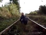 Прикол над девушкой Ааа! Поезд... поезд!!!